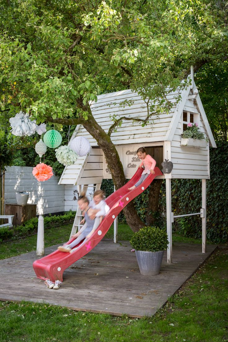 awesome-outdoor-kids-playhouses-to-build-this-summer-27