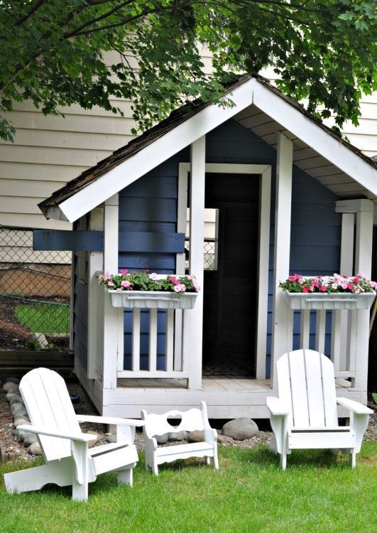 awesome-outdoor-kids-playhouses-to-build-this-summer-32