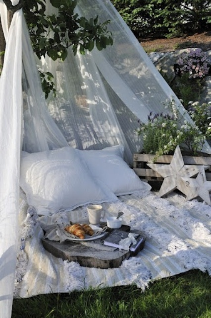 cute-and-practical-mosquito-net-ideas-for-outdoors-28