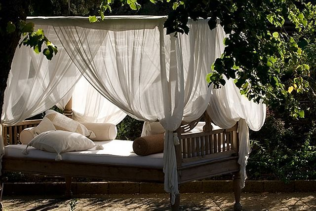 cute-and-practical-mosquito-net-ideas-for-outdoors-34