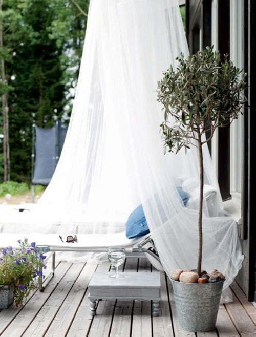 cute-and-practical-mosquito-net-ideas-for-outdoors-37