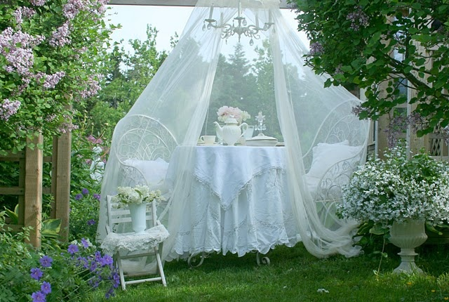 cute-and-practical-mosquito-net-ideas-for-outdoors-38