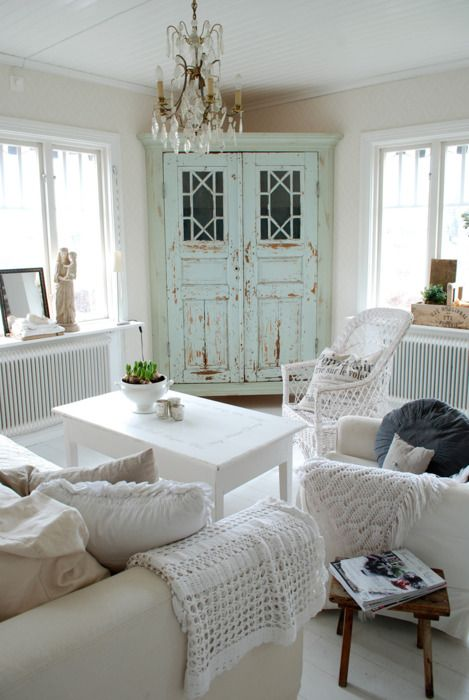 enchanted-shabby-chic-living-room-designs-17