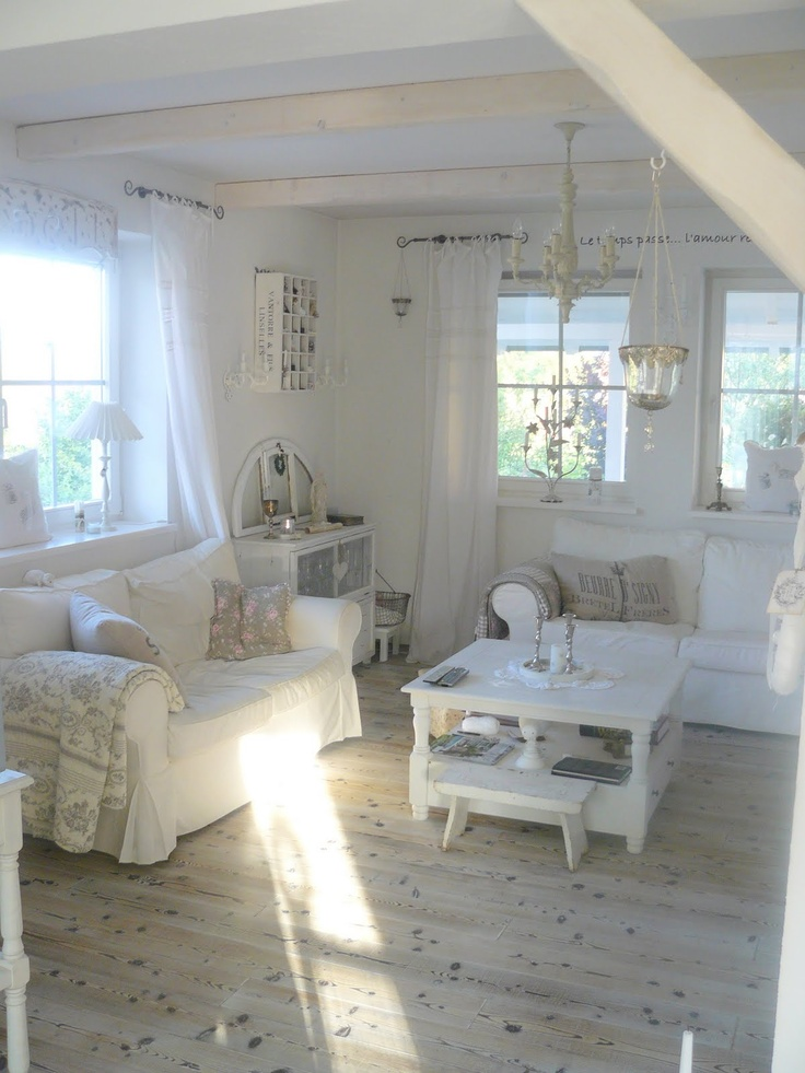 enchanted-shabby-chic-living-room-designs-24
