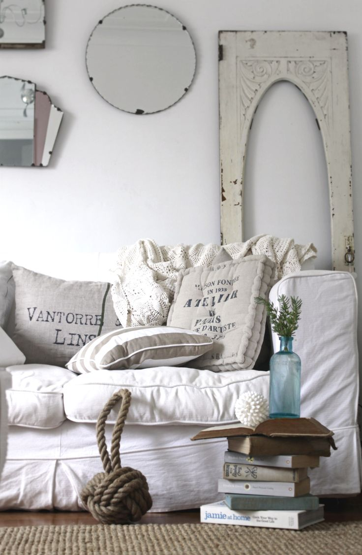 enchanted-shabby-chic-living-room-designs-31
