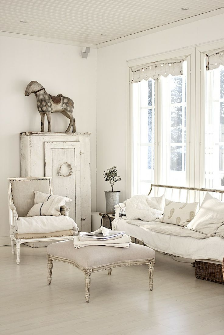 enchanted-shabby-chic-living-room-designs-36