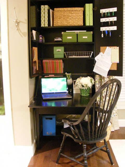 tiny-yet-functional-home-office-area-designs-18