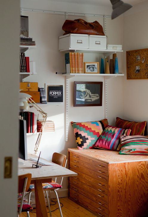 tiny-yet-functional-home-office-area-designs-20