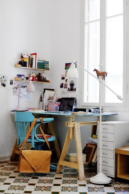 tiny-yet-functional-home-office-area-designs-32