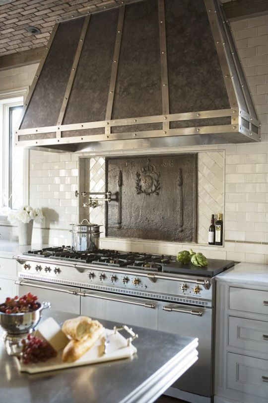 cool-vent-hoods-to-accentuate-your-kitchen-design-43