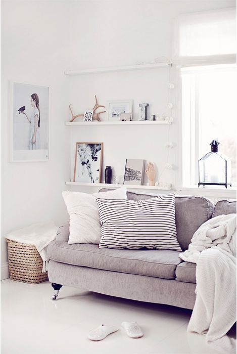 cool-ways-to-use-picture-ledges-for-home-decor-32