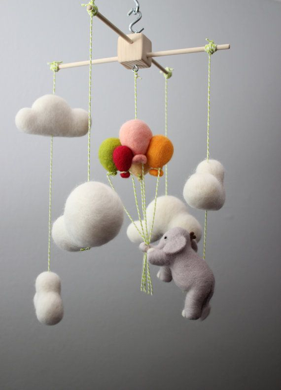 incredibly-cute-and-dreamy-nursery-mobiles-1