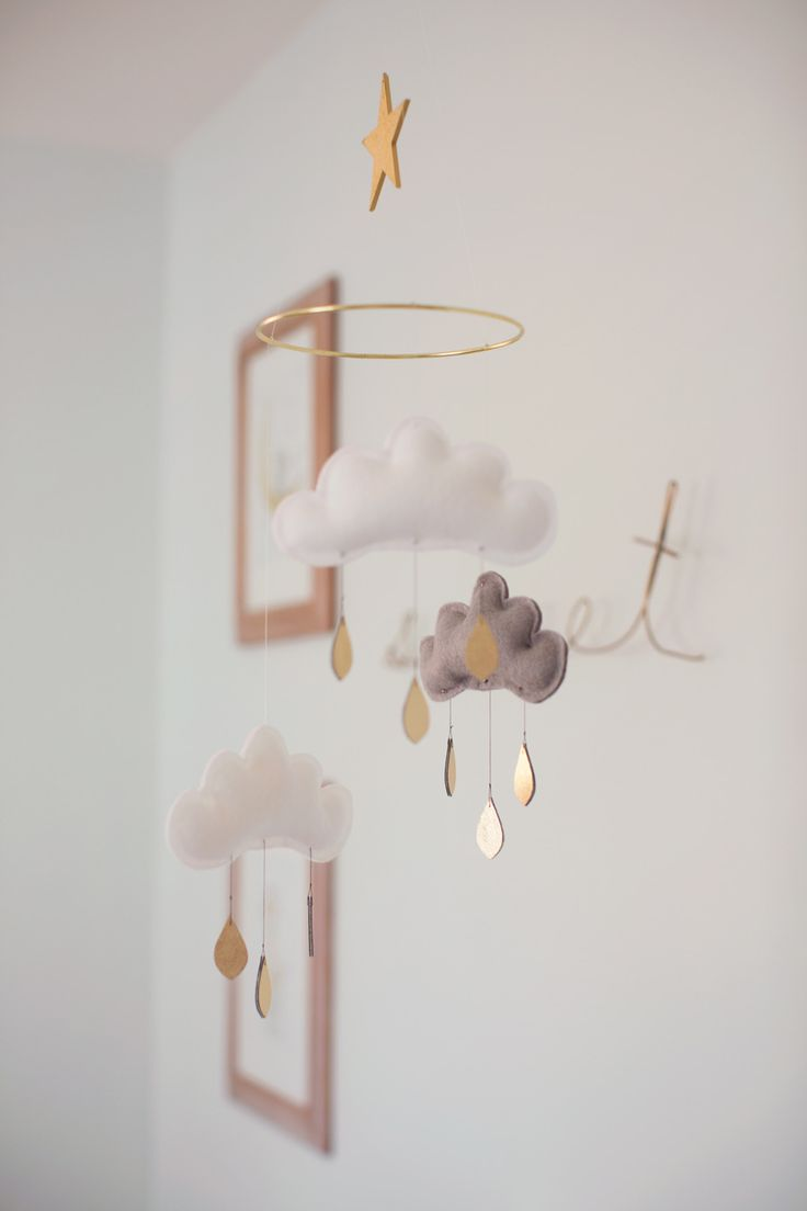 incredibly-cute-and-dreamy-nursery-mobiles-11