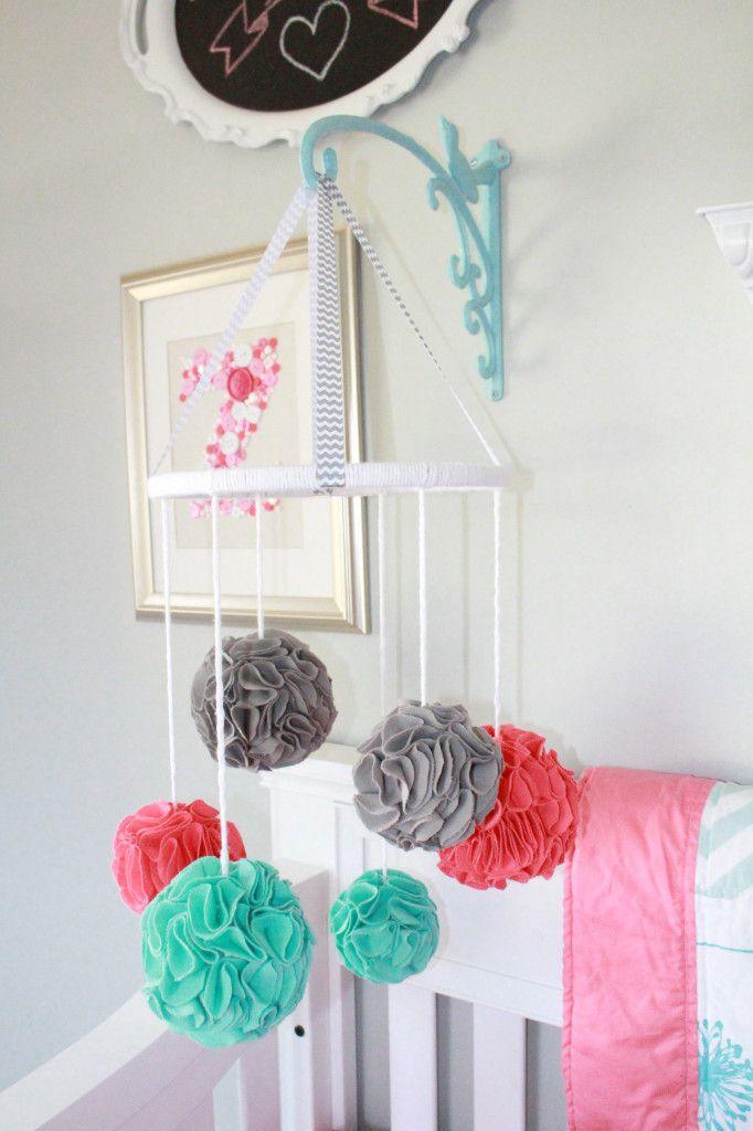 incredibly-cute-and-dreamy-nursery-mobiles-8