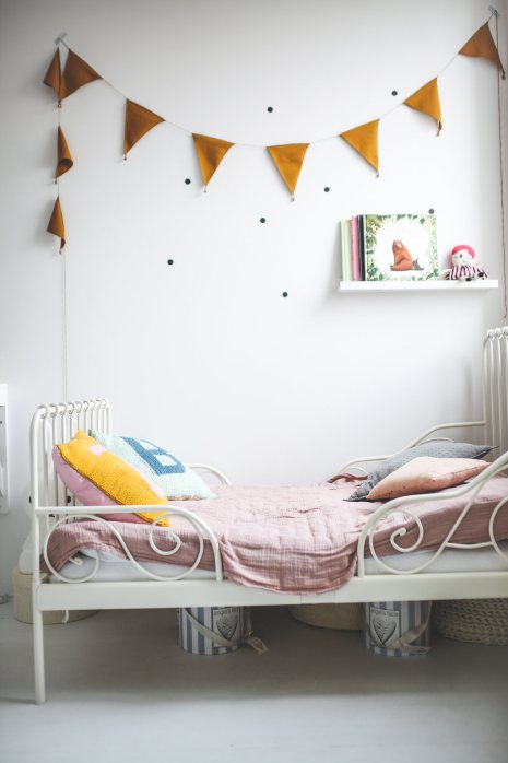 lovely-and-cute-shared-room-for-three-girls-3