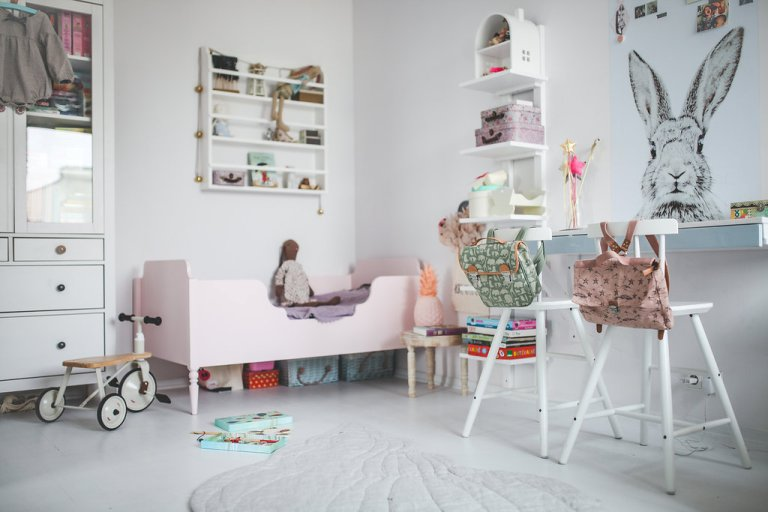 lovely-and-cute-shared-room-for-three-girls-5