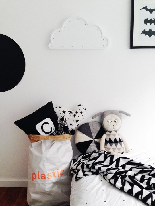 tiny-monochrome-room-for-a-little-boy-2