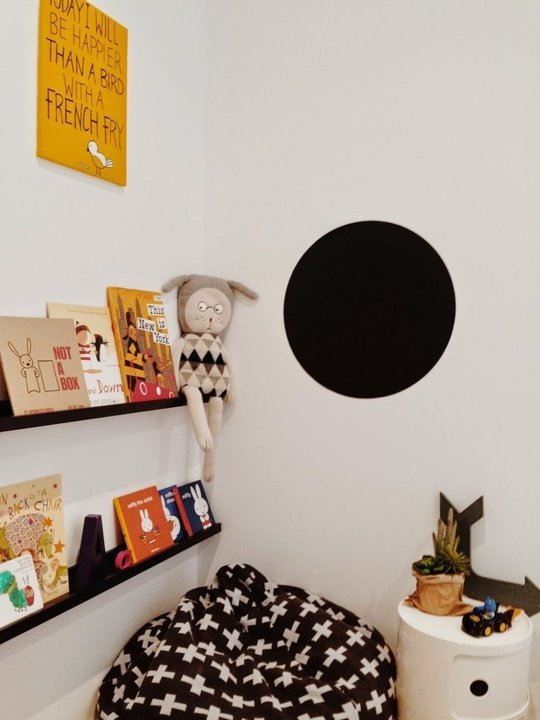 tiny-monochrome-room-for-a-little-boy-3