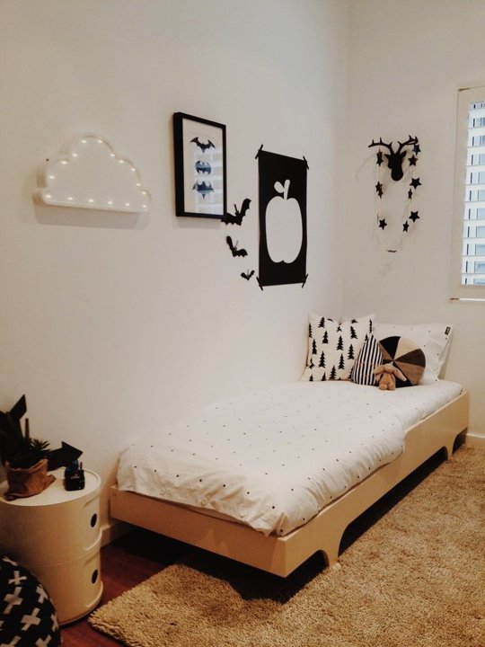 tiny-monochrome-room-for-a-little-boy-4
