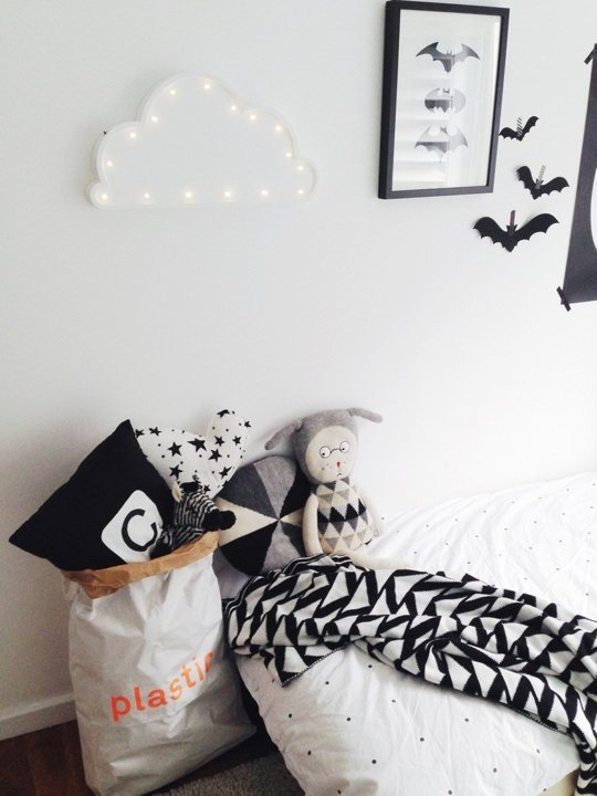tiny-monochrome-room-for-a-little-boy-7