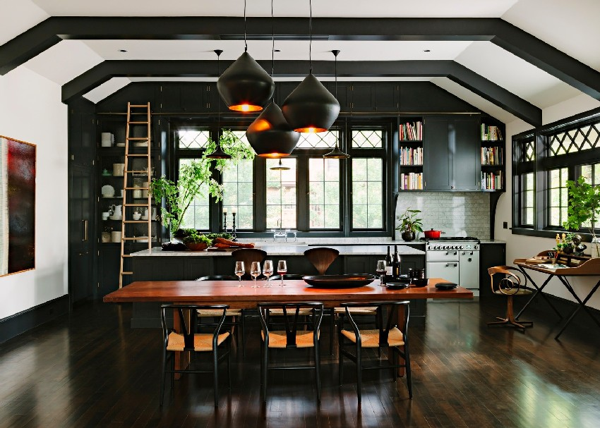 adorable-library-house-with-bookshelves-in-every-room-1