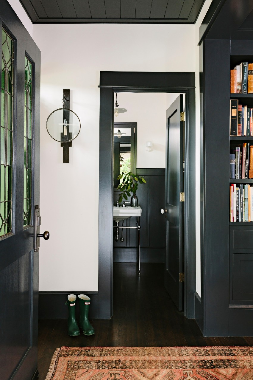 adorable-library-house-with-bookshelves-in-every-room-8