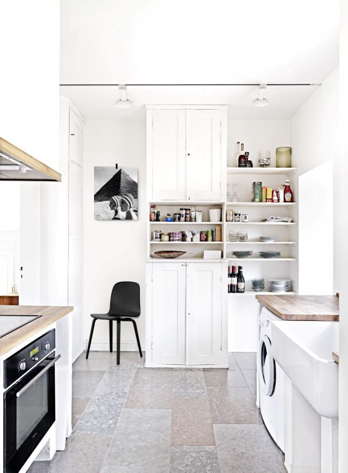 airy-minimalist-house-full-of-vintage-finds-and-greenery-3