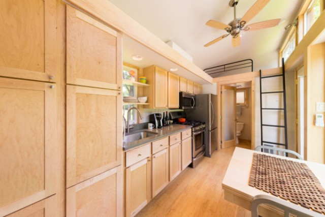 escape-traveler-fully-equipped-269-square-foot-cottage-10