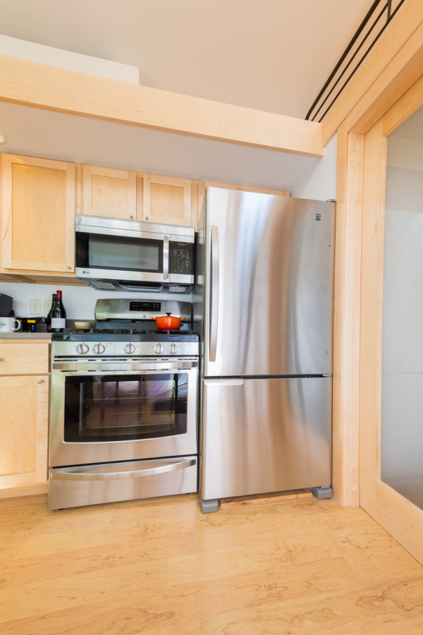 escape-traveler-fully-equipped-269-square-foot-cottage-11