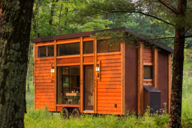 escape-traveler-fully-equipped-269-square-foot-cottage-2