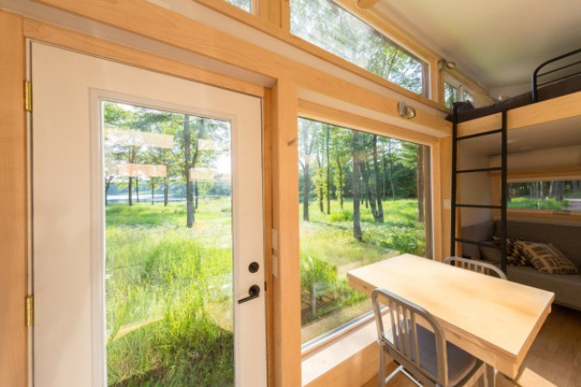 escape-traveler-fully-equipped-269-square-foot-cottage-3