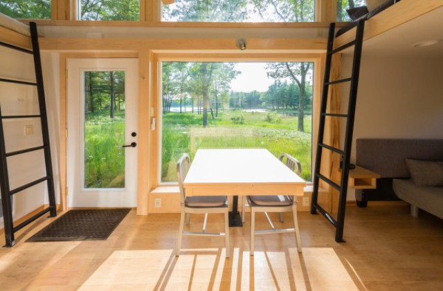 escape-traveler-fully-equipped-269-square-foot-cottage-4
