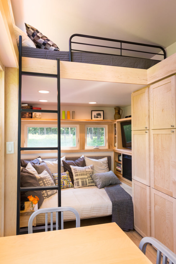 escape-traveler-fully-equipped-269-square-foot-cottage-7