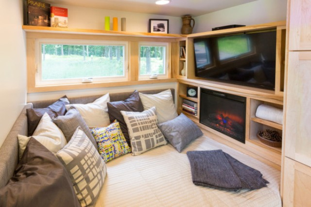 escape-traveler-fully-equipped-269-square-foot-cottage-8