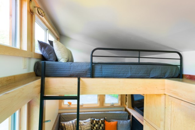 escape-traveler-fully-equipped-269-square-foot-cottage-9