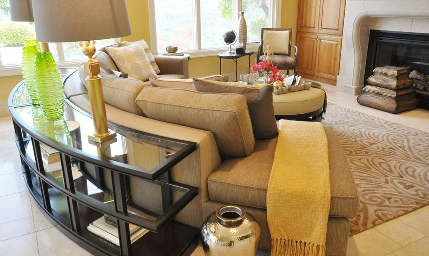 smart-ways-to-mix-a-sofa-with-tables-and-chairs-12