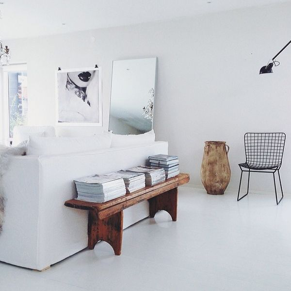 smart-ways-to-mix-a-sofa-with-tables-and-chairs-31