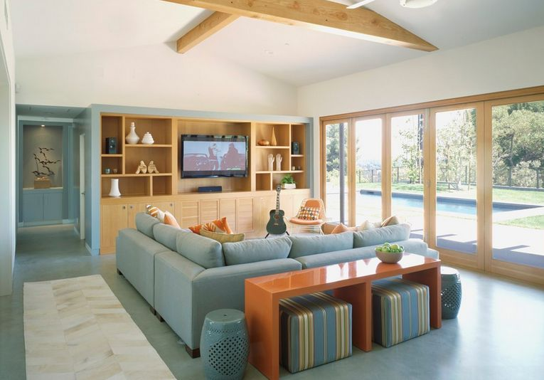 smart-ways-to-mix-a-sofa-with-tables-and-chairs-6