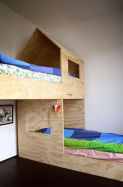 cool-and-functional-built-in-bunk-beds-for-kids-19