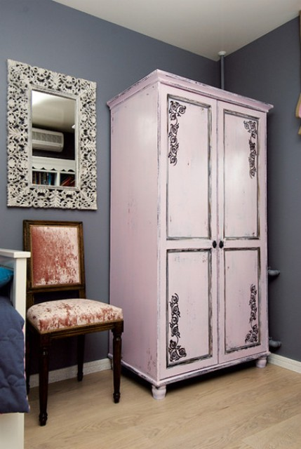 metallic-grey-and-bold-pink-home-decor-ideas-4