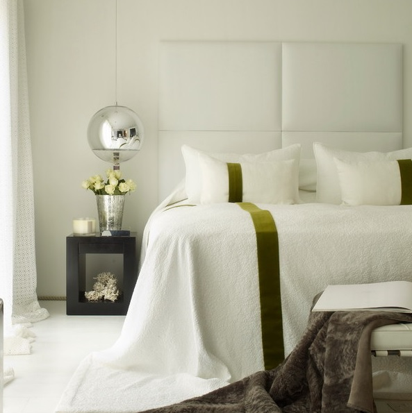8-practical-tips-to-visually-expand-a-small-bedroom-18