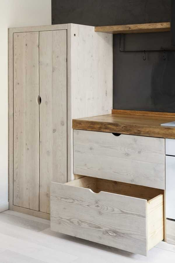 beautiful-black-and-white-wooden-kitchen-design-5