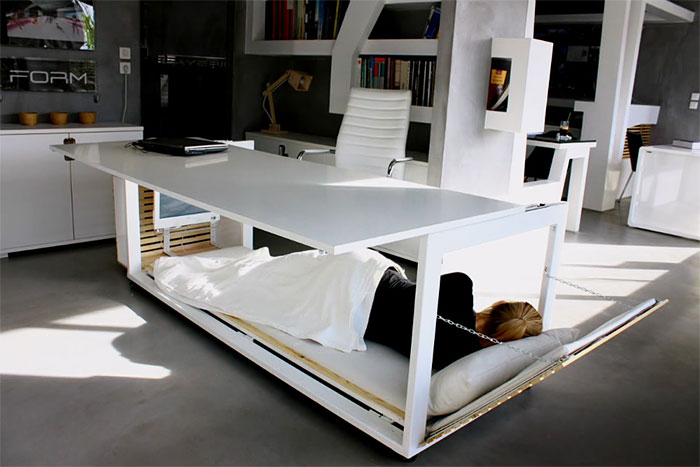 hard-worker-dream-nap-desk-with-a-sleeping-space-1