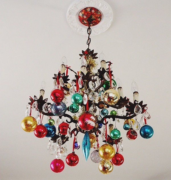 how-to-use-christmas-ornaments-in-home-decor-ideas-10