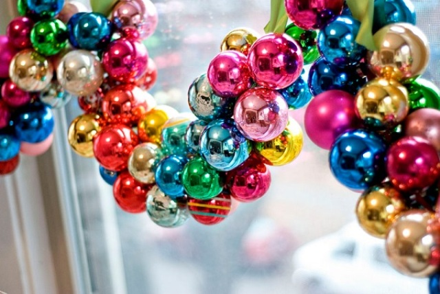 how-to-use-christmas-ornaments-in-home-decor-ideas-12