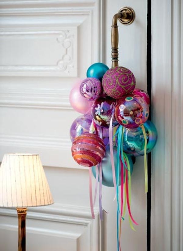 how-to-use-christmas-ornaments-in-home-decor-ideas-18
