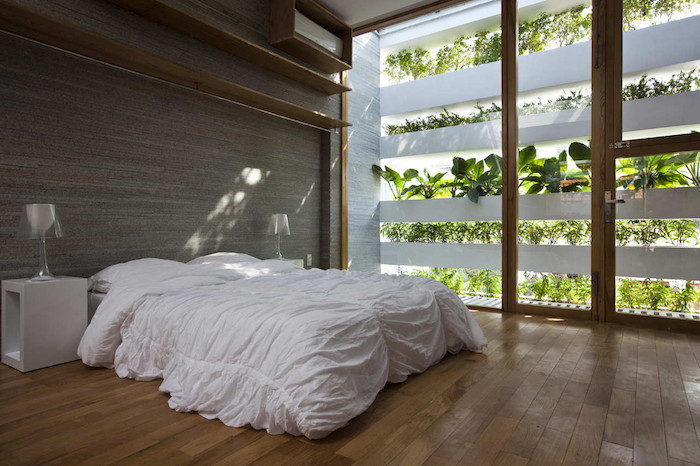 minimalist-concrete-house-with-a-large-vertical-garden-11