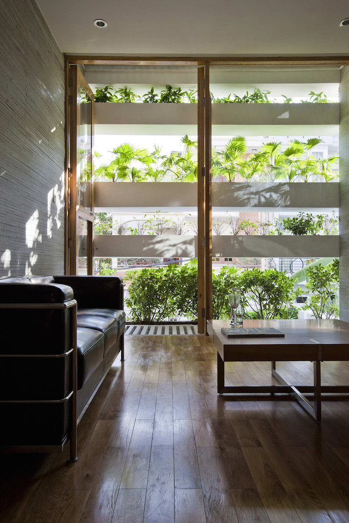 minimalist-concrete-house-with-a-large-vertical-garden-4