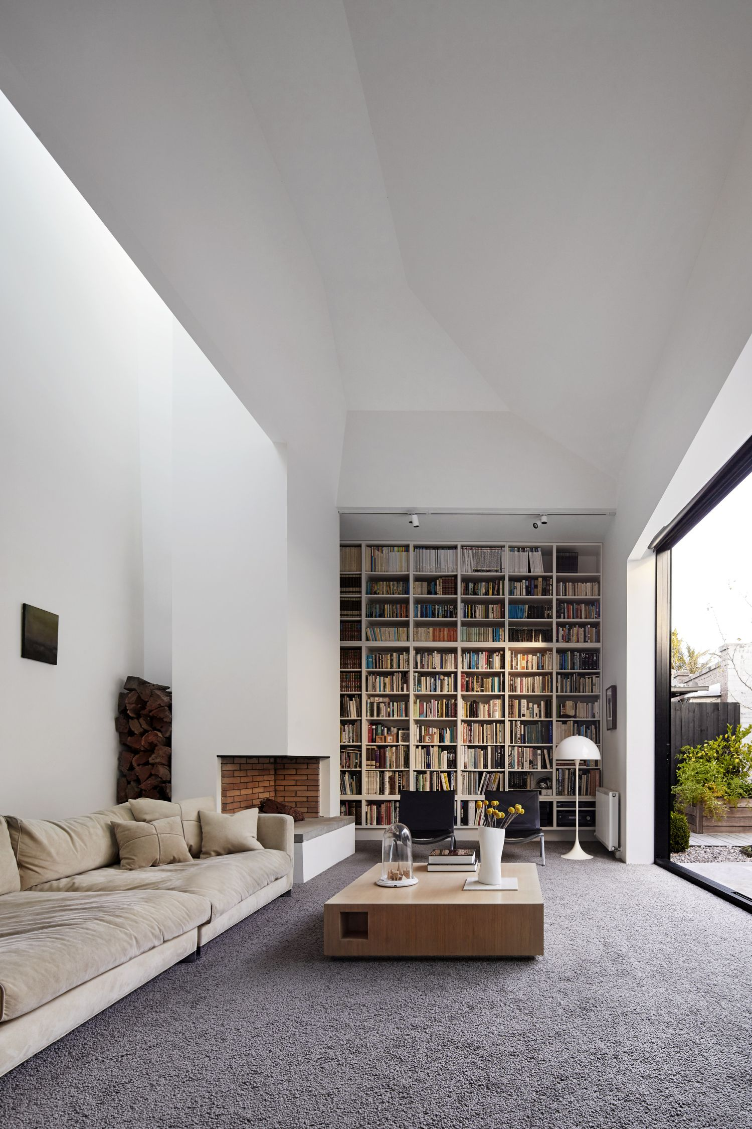 modern-home-library-designs-that-stand-out-1