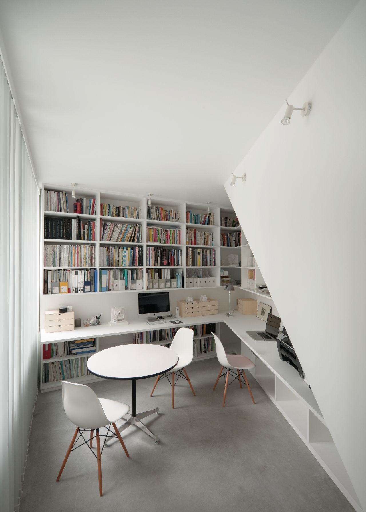 modern-home-library-designs-that-stand-out-17